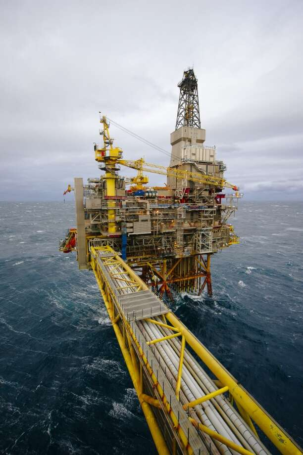 The Oseberg A offshore gas platform operated by Statoil ASA stands in the Oseberg oil field in the North Sea 140 kilometers  (87 miles) from Bergen, Norway, on Friday, Jan. 17, 2014. Photo: Kristian Helgesen, Bloomberg