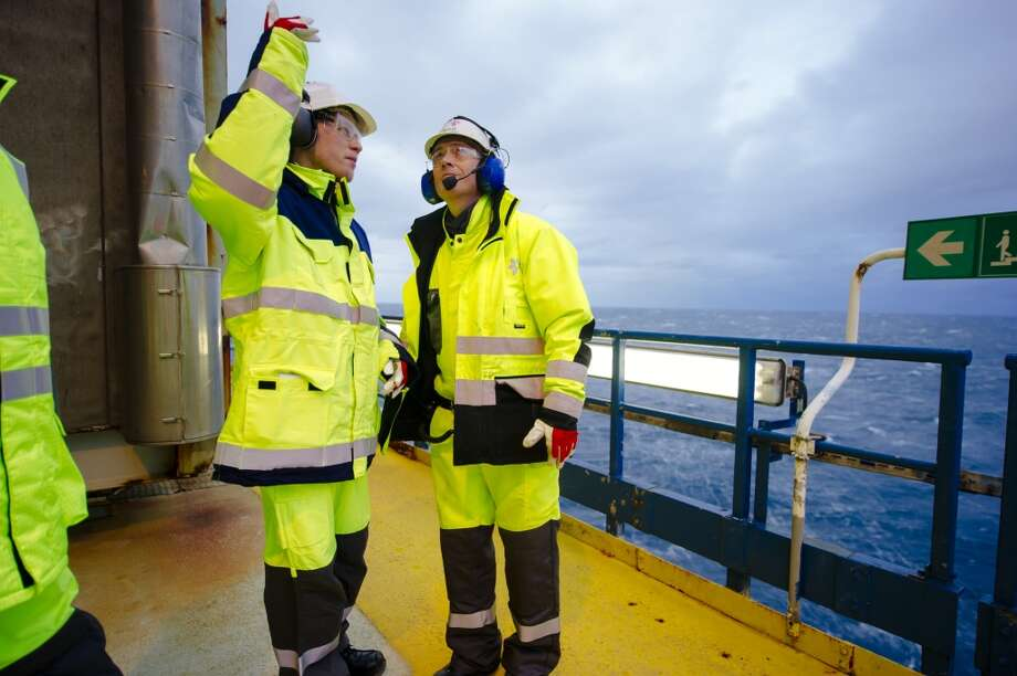 Marchus Schumann Larssen, Oseberg A platform chief, right, speaks to a visitor during a tour of the offshore gas platform operated by Statoil ASA in the North Sea 140 kilometers  (87 miles) from Bergen, Norway, on Friday, Jan. 17, 2014. Photo: Kristian Helgesen, Bloomberg