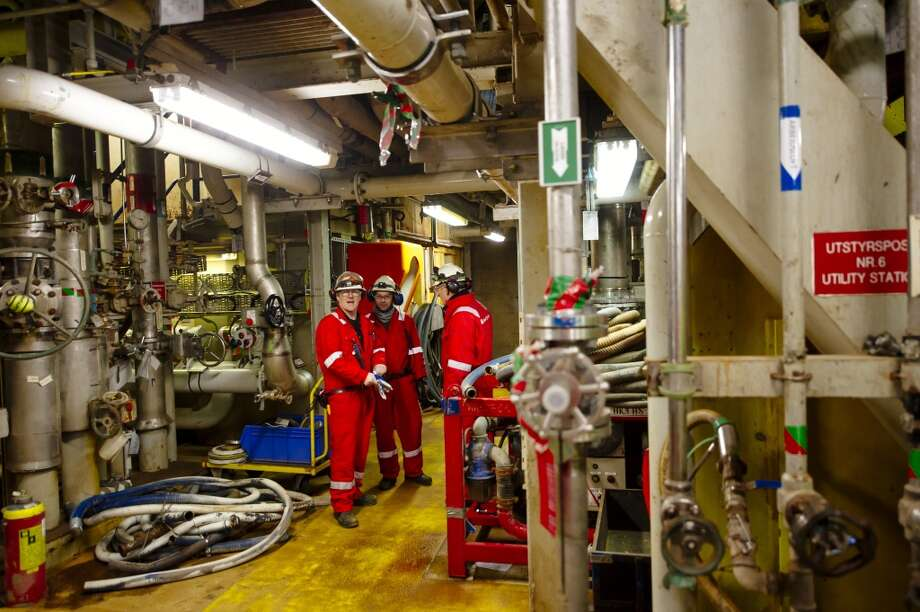 Workers pause during their shift on the Oseberg A North Sea offshore gas platform operated by Statoil ASA 140 kilometers  (87 miles) from Bergen, Norway, on Friday, Jan. 17, 2014. Photo: Kristian Helgesen, Bloomberg