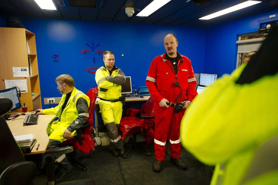 Technicians wait in the drilling control room as they install new equipment on the Oseberg A offshore gas platform operated by Statoil ASA in the Oseberg North Sea oil field 140 kilometers  (87 miles) from Bergen, Norway, on Friday, Jan. 17, 2014. Photo: Kristian Helgesen, Bloomberg