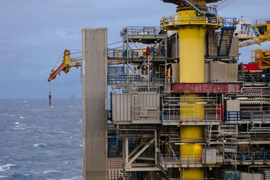 A crane arm hangs above the North Sea on the Oseberg A offshore gas platform operated by Statoil ASA in the Oseberg North Sea oil field 140 kilometers  (87 miles) from Bergen, Norway, on Friday, Jan. 17, 2014. Photo: Kristian Helgesen, Bloomberg