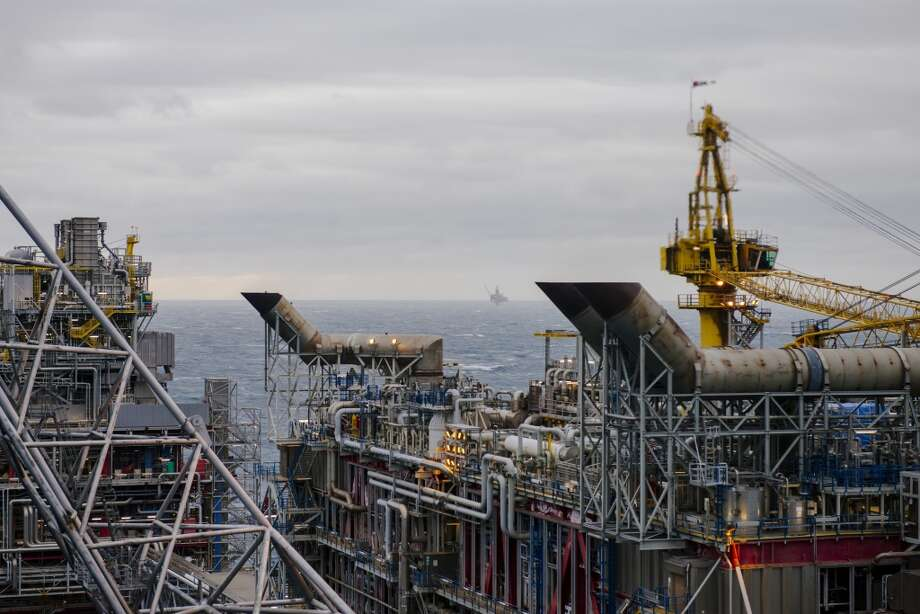 A North Sea drilling rig stands on the distant horizon beyond the Oseberg A offshore gas platform operated by Statoil ASA in the Oseberg oil field 140 kilometers  (87 miles) from Bergen, Norway, on Friday, Jan. 17, 2014. Photo: Kristian Helgesen, Bloomberg