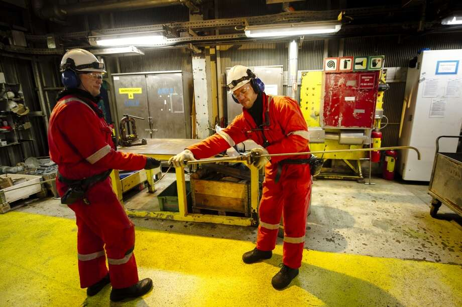 Workers assemble a tool aboard the Oseberg A offshore gas platform operated by Statoil ASA in the North Sea 140 kilometers  (87 miles) from Bergen, Norway, on Friday, Jan. 17, 2014. Photo: Kristian Helgesen, Bloomberg