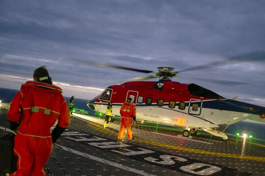 Visitors prepare to board a helicopter leaving the Oseberg A offshore gas platform operated by Statoil ASA in the North Sea 140 kilometers  (87 miles) from Bergen, Norway, on Friday, Jan. 17, 2014. Photo: Kristian Helgesen, Bloomberg