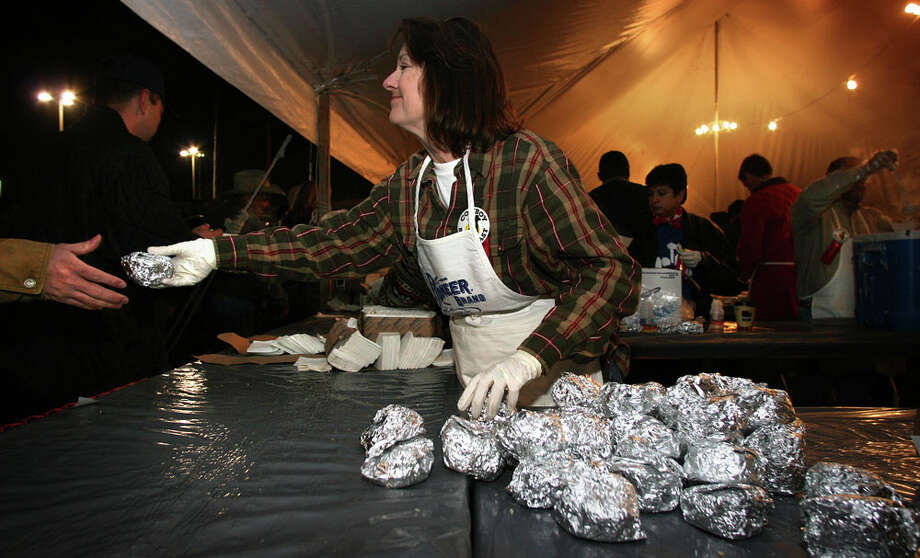 8,000 servings of Pioneer biscuits and Kiolbassa sausageRita Kotzur hands out biscuits and sausages as thousands enjoy an early breakfast at the 29th Annual Cowboy Breakfast at Crossroads Mall on Jan. 26, 2007. Photo: Bob Owen, San Antonio Express-News / SAN ANTONIO EXPRESS-NEWS