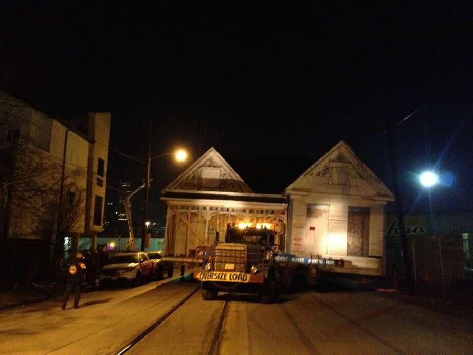 House moves east down Commerce Street from St. Charles and Garrow streets to Preston and Sampson. Photo: J.R. Gonzales, Houston Chronicle