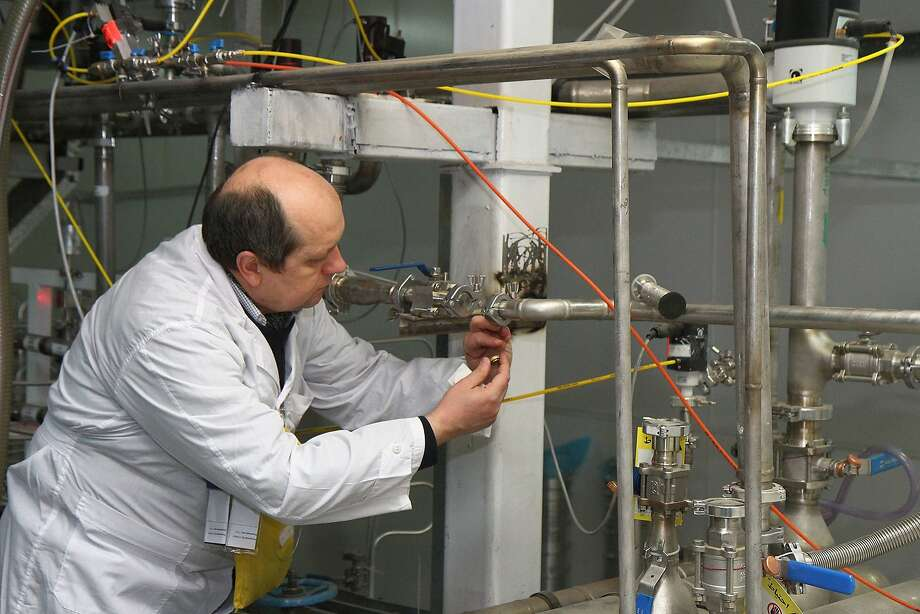An inspector disconnects centrifuges that made 20 percent enriched uranium at the Natanz facility. Photo: Kazem Ghane, AFP/Getty Images