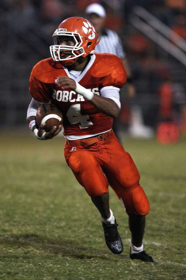 Orangefield running back Carl Wiley takes a pitch to get the Bobcats into field goal range against Kelly at Orangefield on Friday, September 21, 2012. Photo taken: Randy Edwards/The Enterprise Photo: Randy Edwards