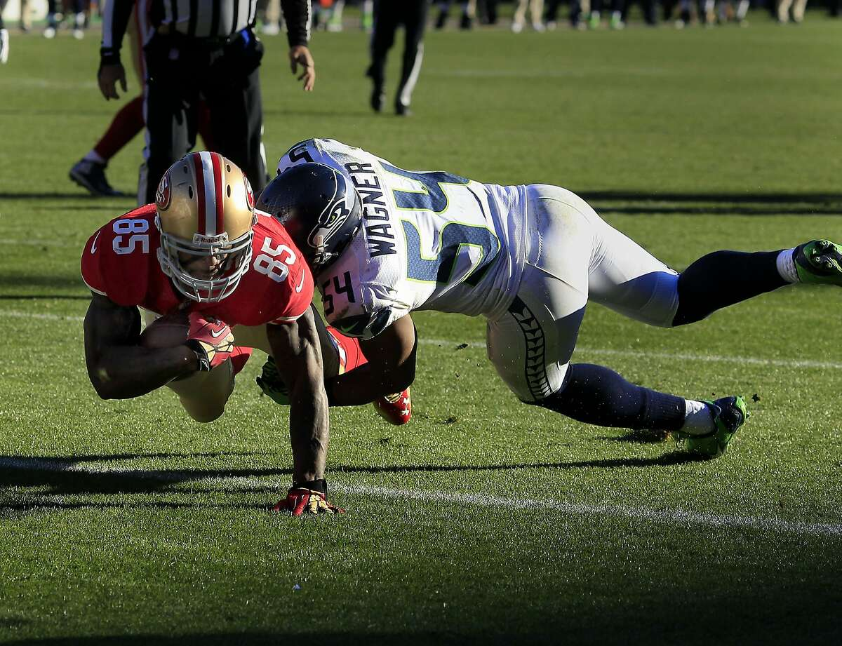 Vernon Davis scored a touchdown late in the second quarter to give the 49ers the lead. The San Francisco 49ers vs the Seattle Seahawks Sunday December 8, 2013 at Candlestick Park in San Francisco, Calif.