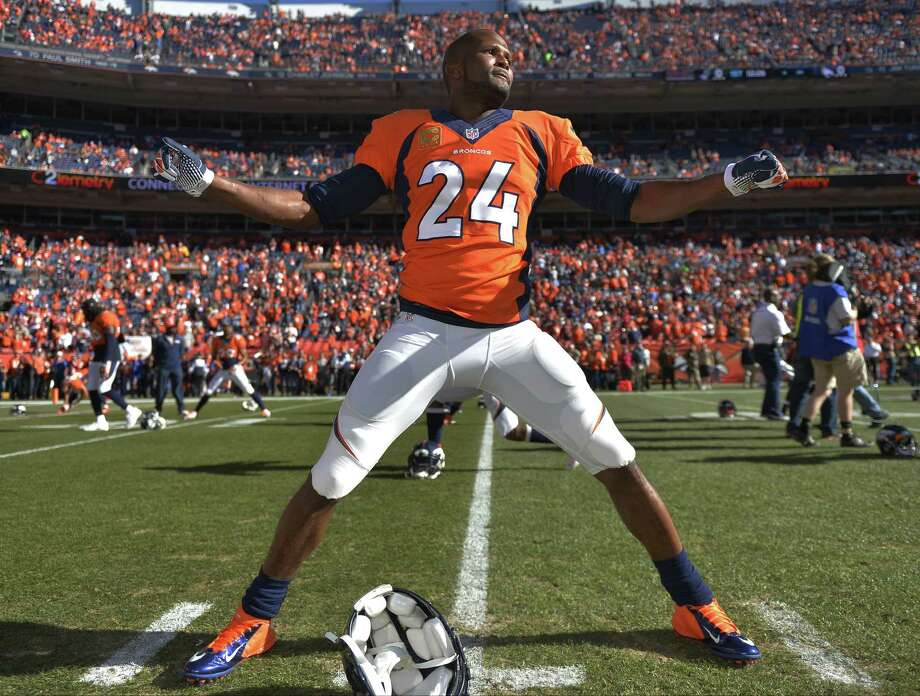 Denver's Champ Bailey, warming up before Sunday's AFC championship, started only three games this season because of a lingering foot injury that he aggravated in two of the starts. Photo: Jack Dempsey / Associated Press / FR42408 AP