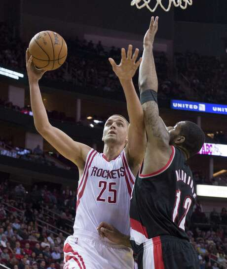 The Rockets' Chandler Parsons drives to the basket as the Trail Blazers' LaMarcus Aldridge, a former UT standout, defends. Parsons scored 31 points. Photo: George Bridges / McClatchy-Tribune News Service / MCT