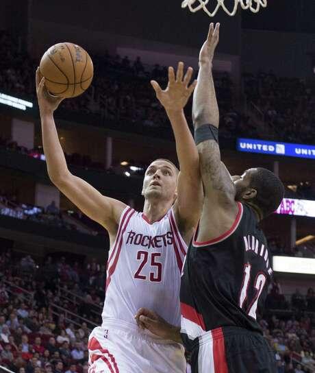 The Rockets' Chandler Parsons drives to the basket as the Trail Blazers' LaMarcus Aldridge, a former UT standout, defends. Parsons scored 31 points. Photo: George Bridges / McClatchy-Tribune News Service / MCT