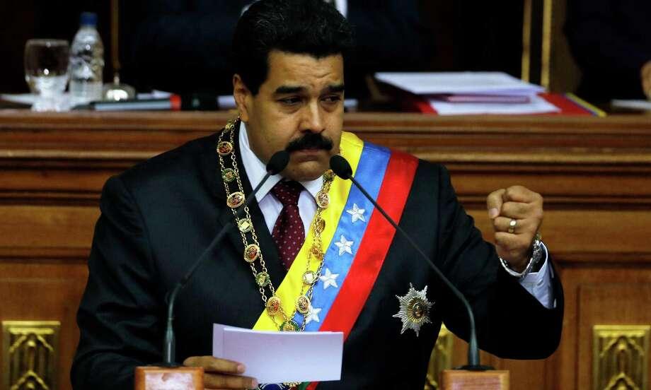 ¿Presidente o censor? Nicolás Maduro, presidente de Venezuela, advierte de posibles controles de novelas en el televisión. Photo: Fernando Llano / Associated Press / AP