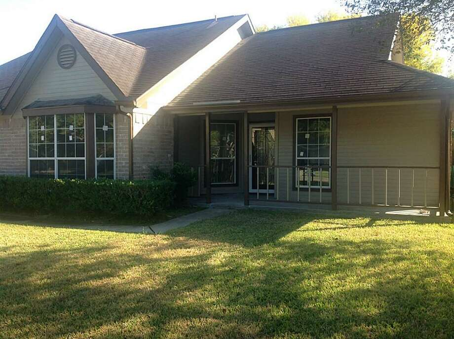 1902 Willowbend: This 1982 home has 3 bedrooms, 2 bathrooms, 1,432 square feet, and is located in Deer Park. Listed for $150,000. Photo: Houston Association Of Realtors
