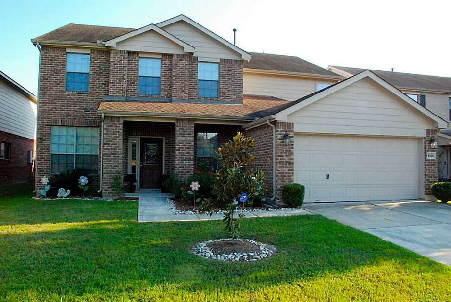 8006 Arbury Glen: This 2005 home has 4 bedrooms, 2.5 bathrooms, 3,500 square feet, and is located in Humble. Listed for $150,000. Photo: Houston Association Of Realtors