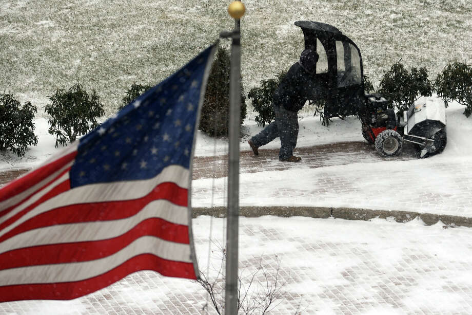 Snow falls in Bridgeport, Conn. Jan. 21, 2014. Photo: Ned Gerard / Connecticut Post