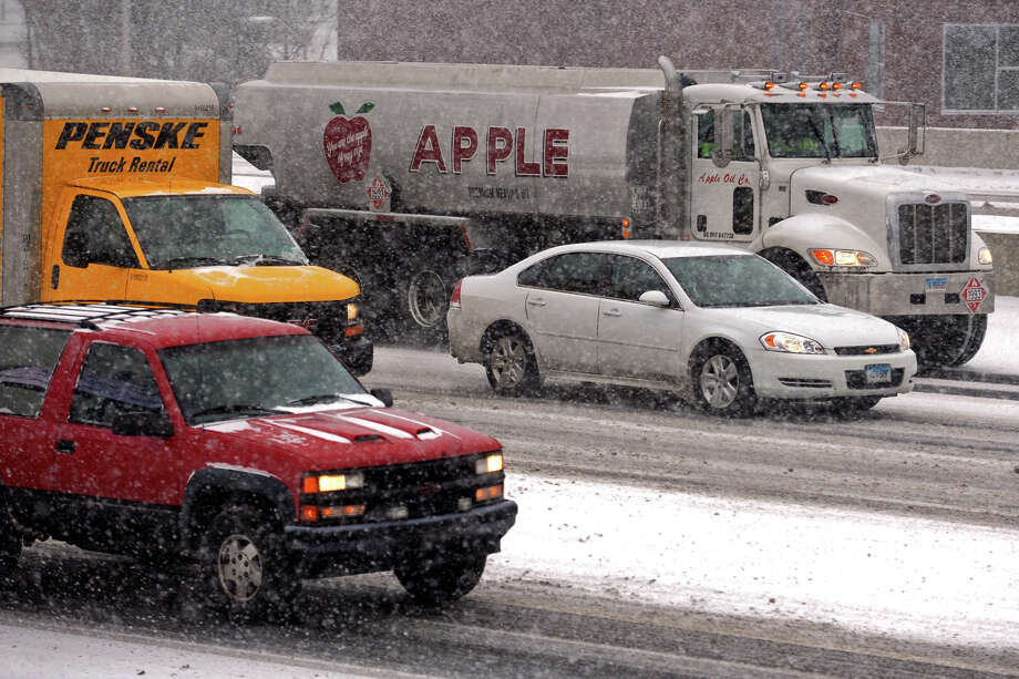 Traffic slows in the snow on I-95, in Bridgeport, Conn. Jan. 21, 2014. Photo: Ned Gerard / Connecticut Post