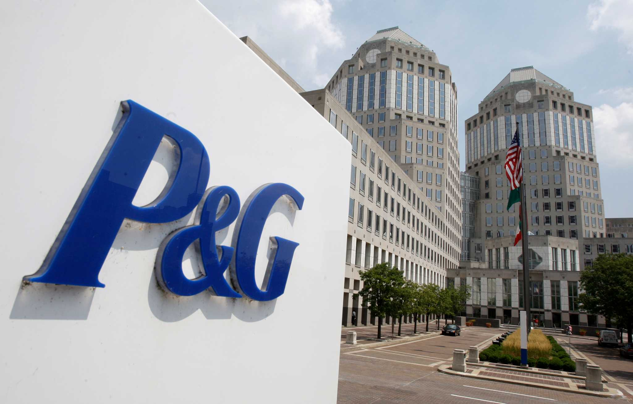 8b21dd4f289 Procter   Gamble backs out of NFL deal - Houston Chronicle