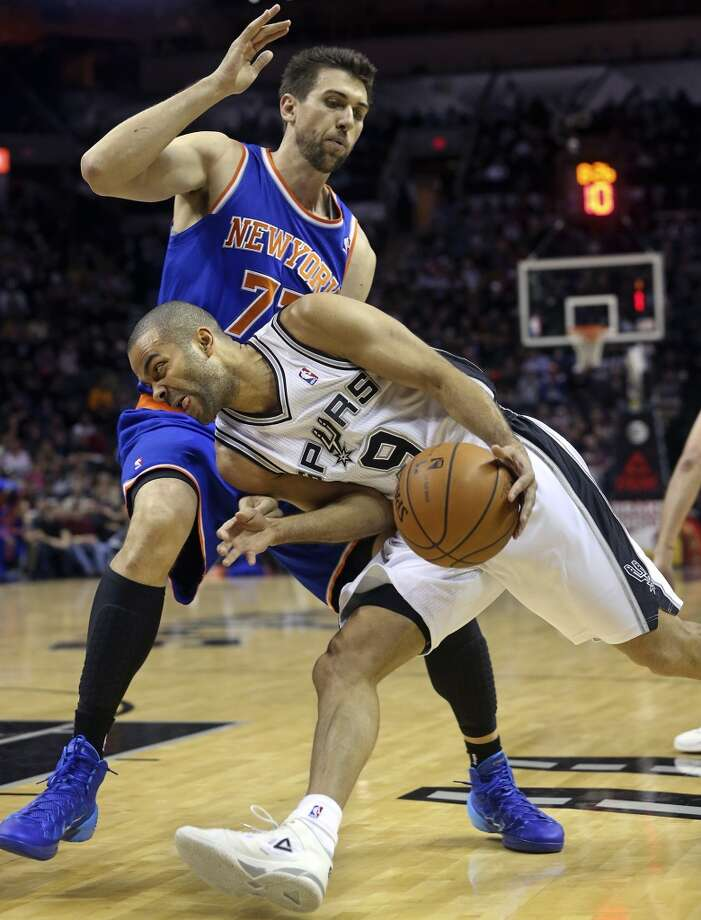 Tony Parker pushes into the paint against Andrea Bargnani as the Spurs host the New York Knicks at the AT&T Center on January 2, 2014. Photo: Tom Reel, San Antonio Express-News