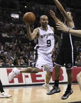 Spurs' Tony Parker (09) makes a pass against Brooklyn Nets' Deron Williams (08) in the first half at the AT&T Center on Tuesday, Dec. 31, 2013. Photo: Kin Man Hui, San Antonio Express-News