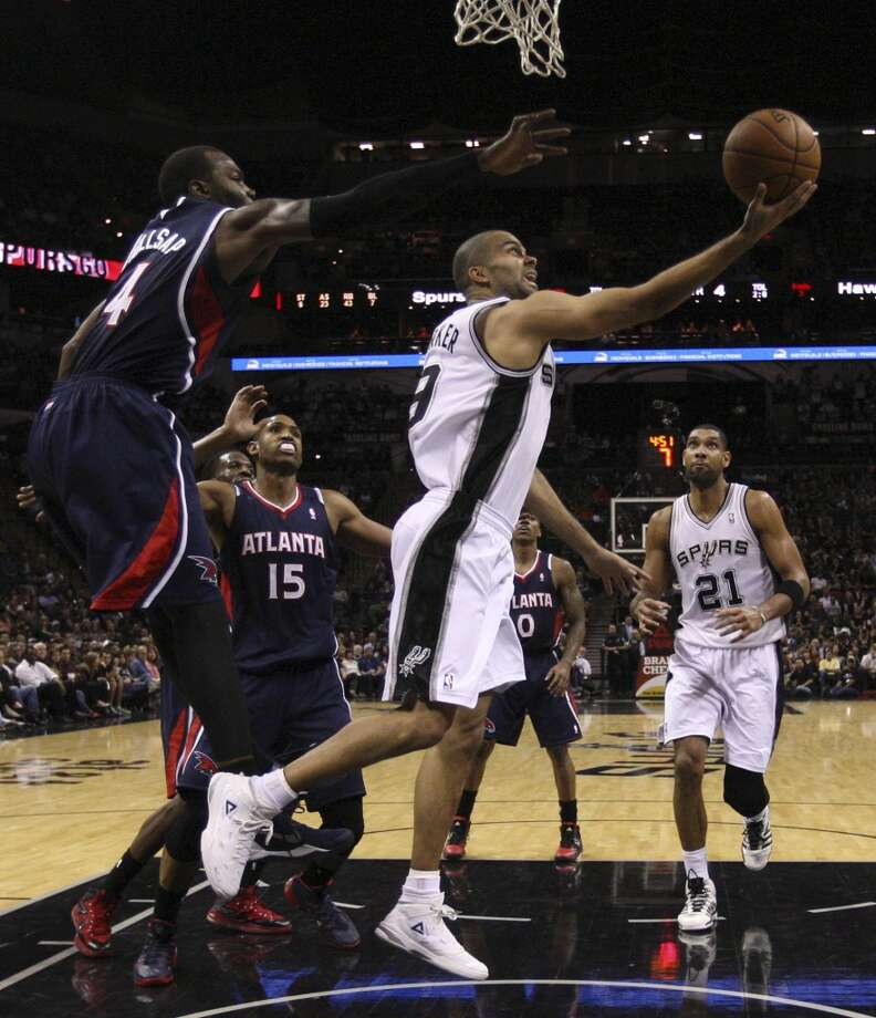 San Antonio Spurs' Tony Parker goes to the basket through Atlanta Hawks' Paul Millsap  and Al Horford during the second half at the AT&T Center, Monday, Dec. 2, 2013. The Spurs won 102-100. Photo: Jerry Lara, San Antonio Express-News