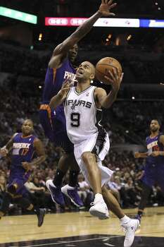 Spurs' Tony Parker (09) drives to the basket against Phoenix Suns' Eric Bledsoe (02) in the second half at the AT&T Center on Wednesday, Nov. 6, 2013. Spurs defeat the Suns, 99-96. Photo: Kin Man Hui, San Antonio Express-News