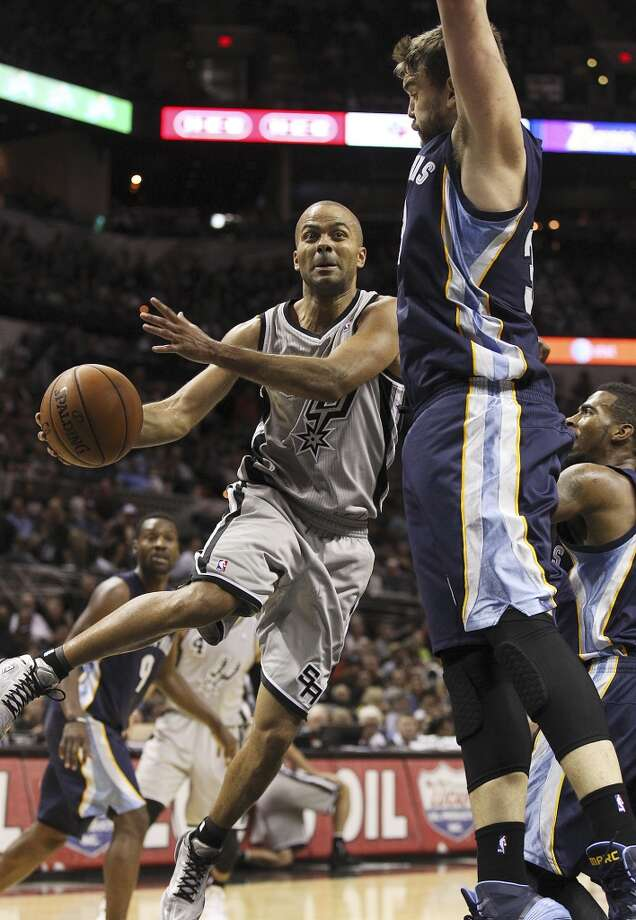 Spurs' Tony Parker (09) drives the basket against Memphis Grizzlies' Marc Gasol (33) in the second half at the home opener at the AT&T Center on Wednesday, Oct. 30, 2013. Spurs defeated the Grizzlies, 101-94. Photo: Kin Man Hui, San Antonio Express-News