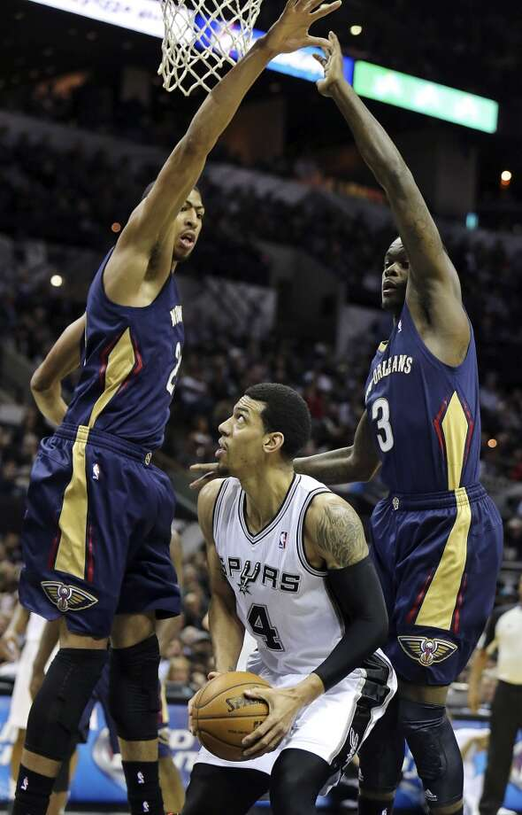 San Antonio Spurs' Danny Green looks for room between New Orleans Pelicans' Anthony Davis (left) and Anthony Morrow during second half action Monday Nov. 25, 2013 at the AT&T Center. The Spurs won 112-93. Photo: Edward A. Ornelas, San Antonio Express-News