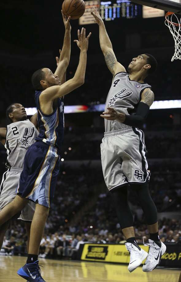 San Antonio Spurs' Danny Green, right, and Kawhi Leonard defend against Memphis Grizzlies' Tayshaun Prince during the second half at the AT&T Center, Wednesday, Oct. 30, 2013. The Spurs won 101-94. Photo: Jerry Lara, San Antonio Express-News