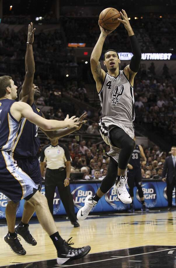 Spurs' Danny Green (04) scoots away from Memphis Grizzlies' Tony Allen (09) to attempt a shot at the home opener at the AT&T Center on Wednesday, Oct. 30, 2013. Spurs defeated the Grizzlies, 101-94. (Kin Man Hui/San Antonio Express-News) Photo: Kin Man Hui, San Antonio Express-News