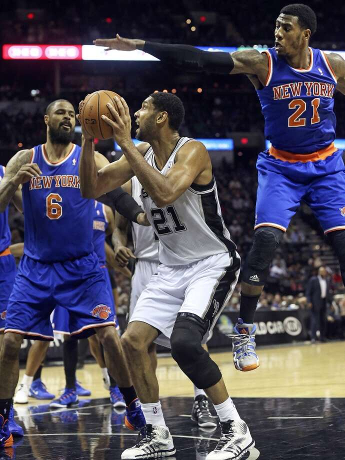 Tim Duncan goes up against Tyson Chandler (6) and Iman Shumpert as the Spurs host the New York Knicks at the AT&T Center on January 2, 2014. Photo: Tom Reel, San Antonio Express-News