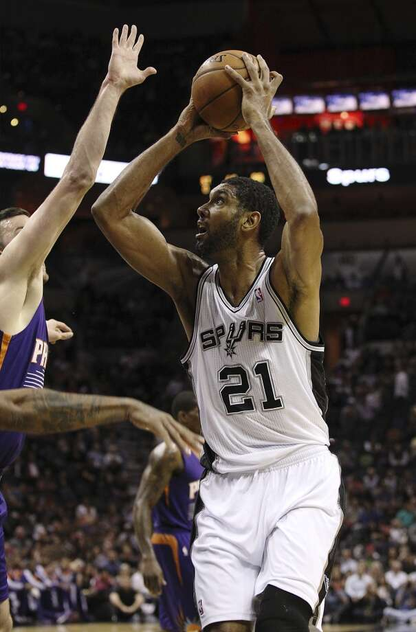 Spurs' Tim Duncan (21) goes for a shot against the Phoenix Suns at the AT&T Center on Wednesday, Nov. 6, 2013. Photo: Kin Man Hui, San Antonio Express-News