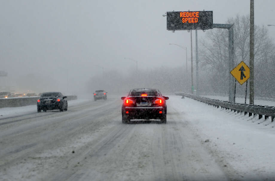I95 southbound as a snowstorm hits the reagion in Milford, Conn. on Tuesday January 21, 2014. Photo: Christian Abraham / Connecticut Post