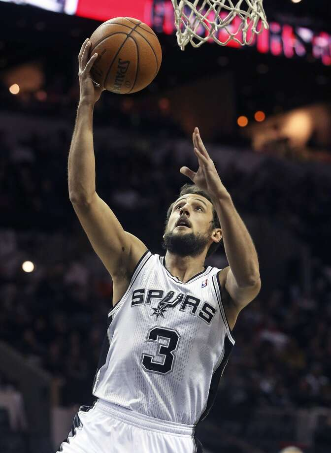 Marco Belinelli rolls in for an easy bucket in the first half as the Spurs host the New York Knicks at the AT&T Center on January 2, 2014. Photo: Tom Reel, San Antonio Express-News