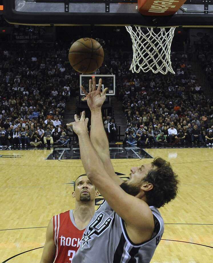 Marco Belinelli of the San Antonio Spurs scores against the Houston Rockets during late second-half NBA action at the AT&T Center on Saturday, Nov. 30, 2013. Photo: Billy Calzada, San Antonio Express-News