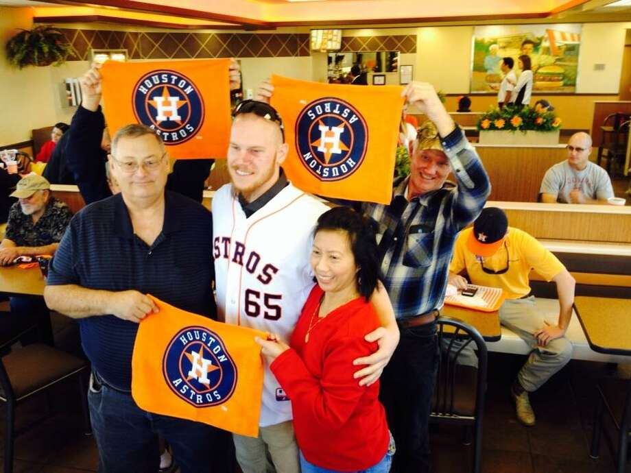 Navy veteran Leroy and Miraluna Rankin, who have breakfast here every morning with vets, pose for a photo with Brett Oberholtzer. Photo: Jose De Jesus Ortiz, Houston Chronicle