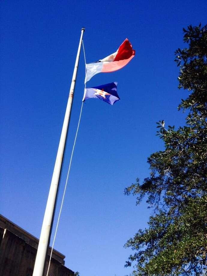 The Astros flag now flies at Houston City Hall. Photo: Jose De Jesus Ortiz, Houston Chronicle