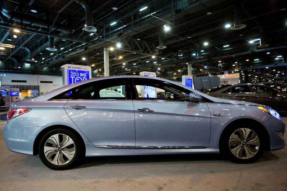 Hyundai Sonata Hybrid is a non-plug-in hybrid with lithium polymer battery technology. The Sonata will be on display at Houston Auto Show located at Reliant Center in Houston. Photo: Marie D. De Jesus, Houston Chronicle / © 2014 Houston Chronicle