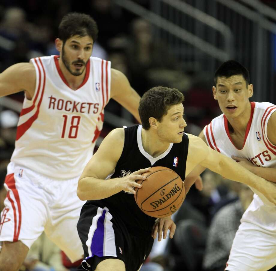 Kings point guard Jimmer Fredette (7) drives between Rockets small forward Omri Casspi (18) and Jeremy Lin (7). Photo: Karen Warren, Houston Chronicle