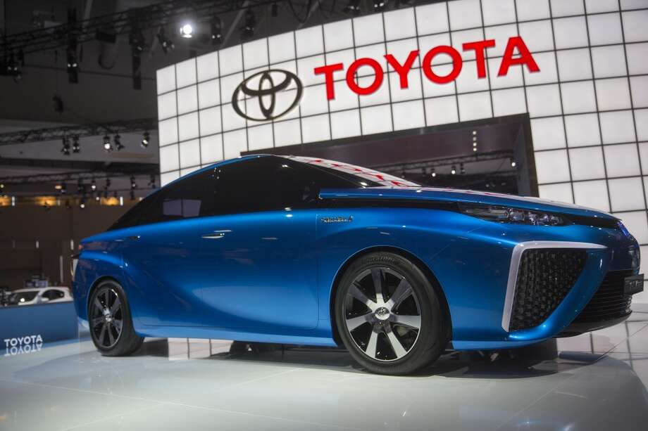 The Toyota Motor Corp. FCV Concept hydrogen electric vehicle (EV) sits on display at the Washington Auto Show in Washington, D.C., U.S., on Wednesday, Jan. 22, 2014. Photo: Andrew Harrer, Bloomberg