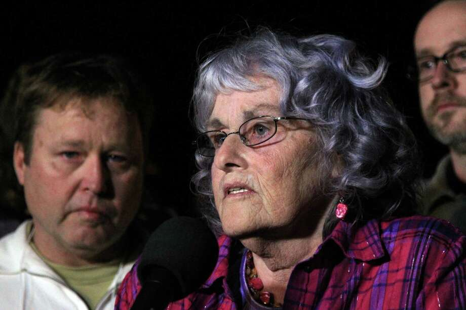 Gayle Gaddis, mother of victim Guy P. Gaddis, delivers her statement after the execution of Edgar Arias Tamayo at the the Texas State Penitentiary 'Walls Unit' on Wednesday, Jan. 22, 2014, in Huntsville. Photo: Mayra Beltran, Houston Chronicle / © 2013 Houston Chronicle