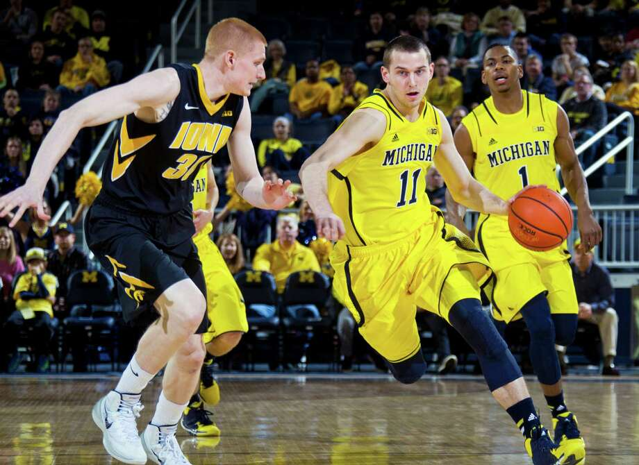 Iowa forward Aaron White (30) defends Michigan guard Nik Stauskas (11) in the first half of an NCAA college basketball game in Ann Arbor, Mich., Wednesday, Jan. 22, 2014. (AP Photo/Tony Ding) ORG XMIT: MITD111 Photo: Tony Ding / FR143848 AP