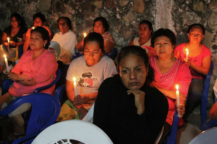 Relatives of Mexican national Edgar Tamayo pray in his parent's house at Miacatlan community, State of Morelos, Mexico, on January 22, 2014. The controversial execution of a Mexican man convicted of murder in Texas was briefly delayed Wednesday as the US Supreme Court considered a last-minute appeal. Edgar Tamayo Arias, 46, had been scheduled to be put to death by lethal injection at 6:00 pm (0001 GMT Thursday) for the 1994 murder of a policeman in Houston. Photo: MARTIN MORELOS, AFP/Getty Images / AFP
