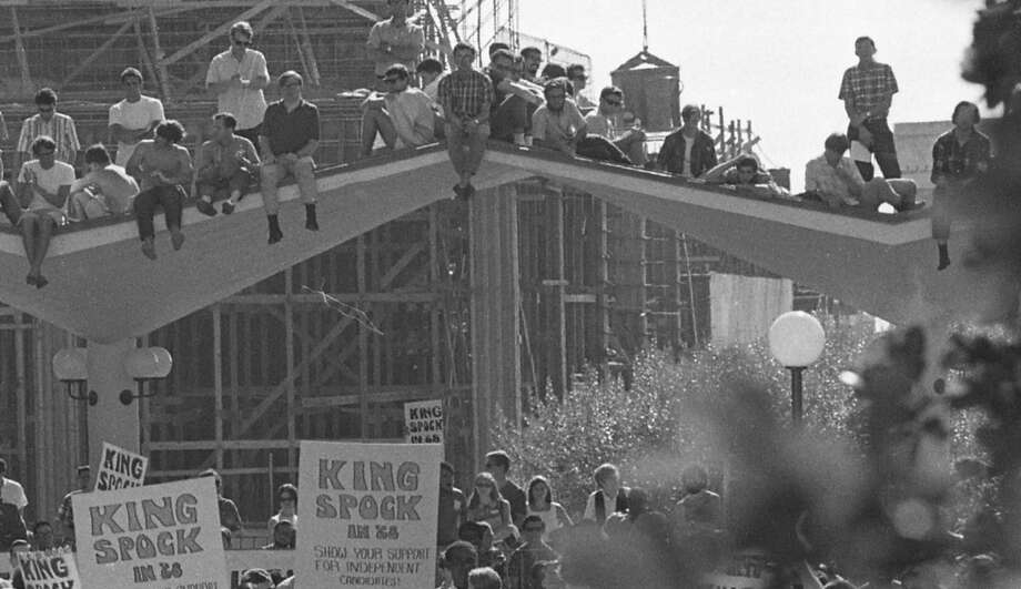 Students on top of the Upper Sproul Plaza overhang, watching Dr. King give his speech. Photo: Art Frisch, The Chronicle