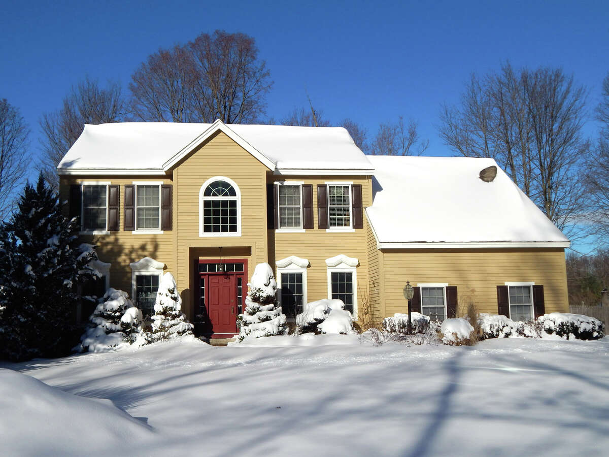 House of the Week: 5 Marlboro Drive, Clifton Park | Realtor: Robert Vinsick at Coldwell Banker Prime Properties | Discuss: Talk about this house