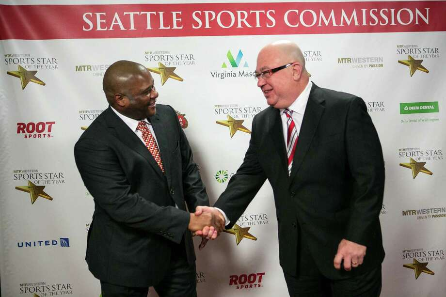 Seattle Mariners manager Lloyd McClendon, left, shakes hands with team general manager Jack Zduriencik on the red carpet during the 79th annual Sports Star of the Year awards. Photo: JOSHUA TRUJILLO, SEATTLEPI.COM / SEATTLEPI.COM
