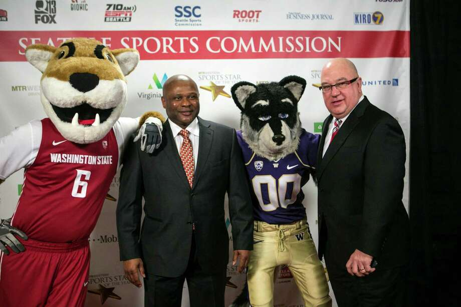Washington State mascot Butch, and University of Washington mascot Harry the Husky pose with Seattle Mariners manager Lloyd McClendon, left, and team general manager Jack Zduriencik during the 79th annual Sports Star of the Year awards. Photo: JOSHUA TRUJILLO, SEATTLEPI.COM / SEATTLEPI.COM