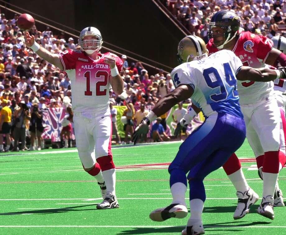2001 — Rich Gannon, QB, Oakland Raiders  Score: AFC 38, NFC 17 Photo: Kevork Djansezian, Getty Images