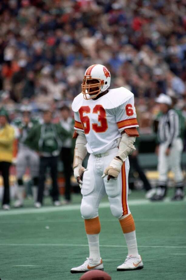 1982 — Lee Roy Selmon, DE, Tampa Bay Buccaneers  Score: AFC 16, NFC 13 Photo: George Gojkovich, Getty Images
