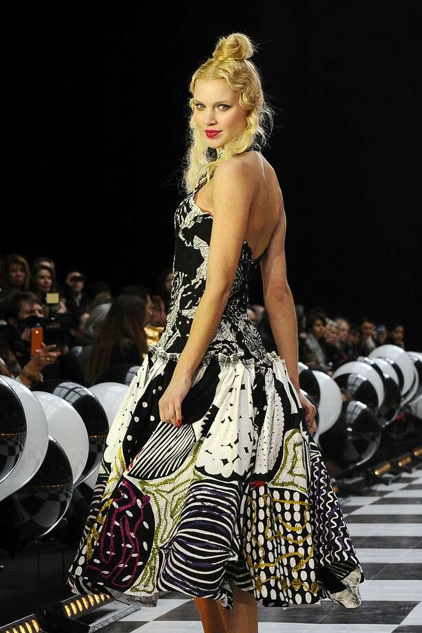 A model presents a creation as part of the Franck Sorbier Spring-Summer 2014 Haute Couture fashion collection, presented Wednesday, Jan. 22, 2014 in Paris. ( Photo: Zacharie Scheurer, Associated Press